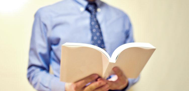 英語を学ぶ小学校の先生